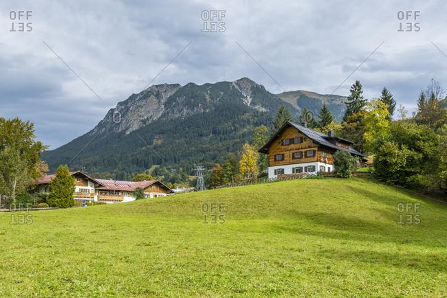 Cabins in Oberstdorf im Allgau, view from Haldenweg towards Nebelhorn