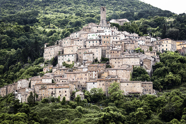 Italy, Toscana (Tuscany), Castelnuovo Val di Cecina . View of the village