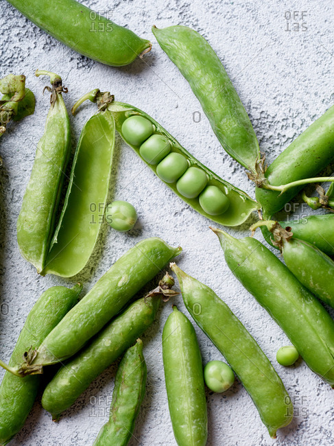 Top view image of sweet peas with opened pod
