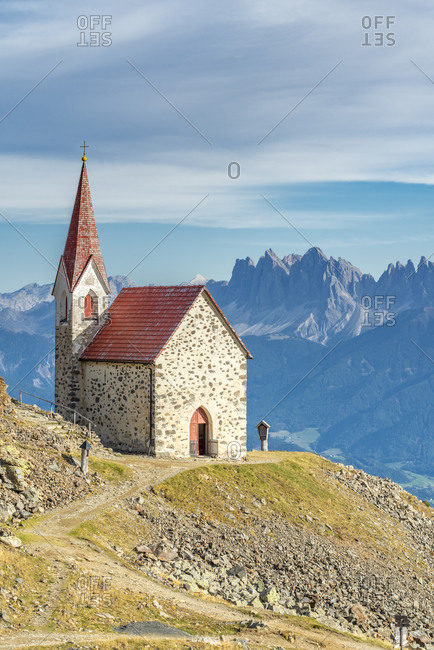 Latzfons, Klausen, Bolzano province, South Tyrol, Italy, Europe. The pilgrimage church Latzfonser Kreuz with a view of the Dolomites with the Odle peaks