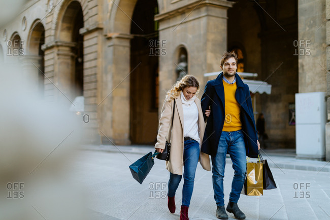 Couple on shopping spree, Firenze, Toscana, Italy