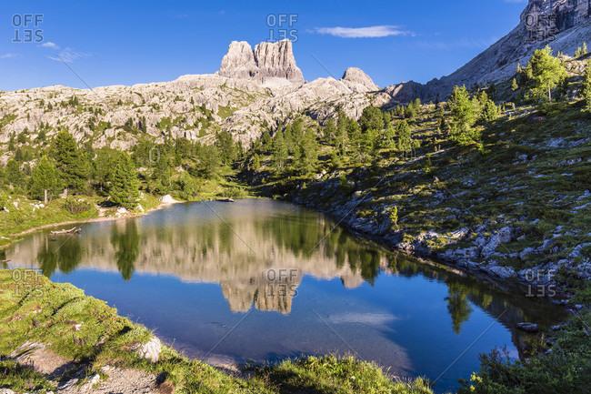 Mountain lake Lago di Limedes in front of Mount Averau (2649m), Falzarego Pass, Cortina d'Ampezzo, Dolomites, Alps, Province of Belluno, Veneto, Italy