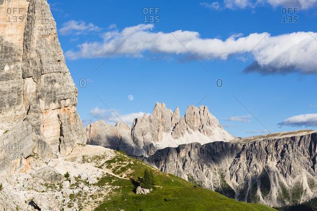 Cinque Torri (2361m) and Mount Croda da Lago (2700m), Dolomites, Alps, Province of Belluno, Veneto, Italy