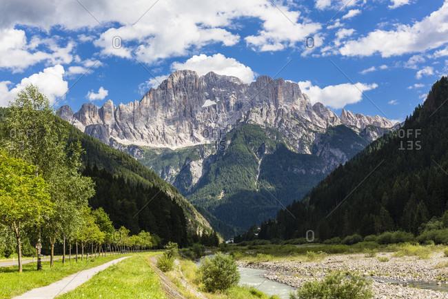 Footpath beside the Cordevole River in front of Mount Civetta (3220m), Alleghe, Dolomites, Alps, Province of Belluno, Veneto, Italy