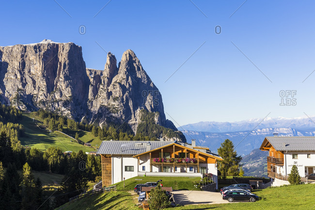 Mountain Chalet in front of Schlern (2563m), Seiser Alm, Alpe di Siusi, UNESCO World Heritage Site, Dolomites, Alps, Alto Adige, Tentino, South Tyrol, Italy