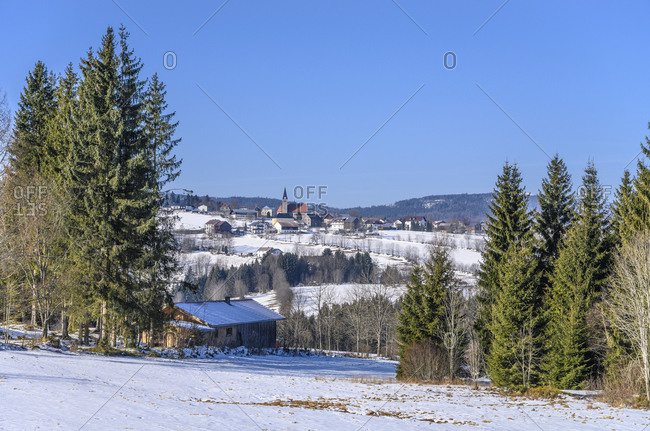 Germany, Bavaria, Lower Bavaria, Bavarian Forest, Mauth, Finsterau district, town view with parish church