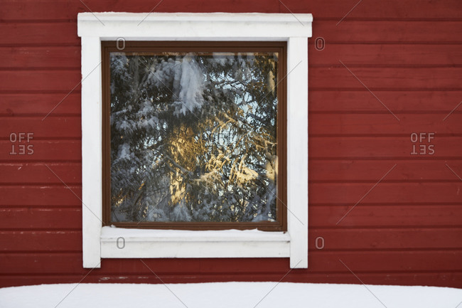 Scandinavia, Finland, Lapland, winter, wooden house, window, red, reflection