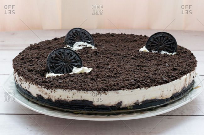Delicious cheesecake with grated chocolate cookies