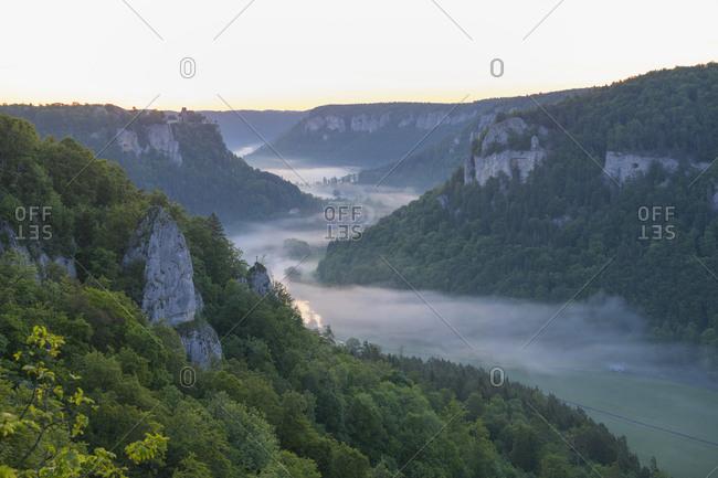 Viewpoint Eichfelsen at sunrise, Oberes Donautal (Upper Danube valley), Beuron, Irndorf, Swabian Alb, Swabian Jura, Baden-Wurttemberg, Germany