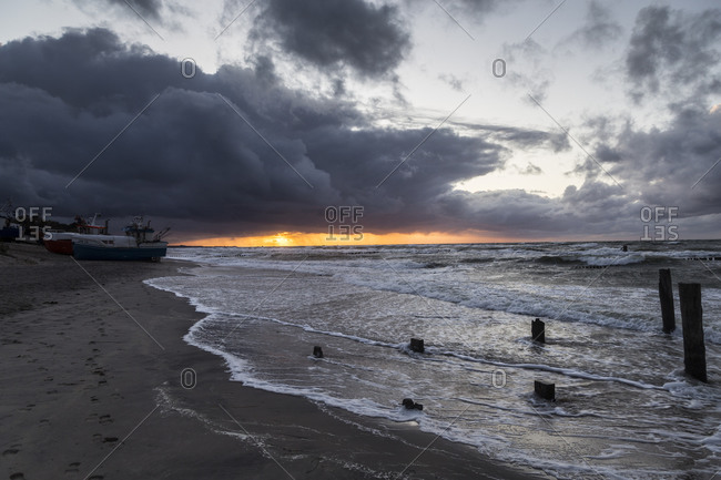 Europe, Poland, West Pomeranian Voivodeship, Uniescie, Nest, beach, sunset