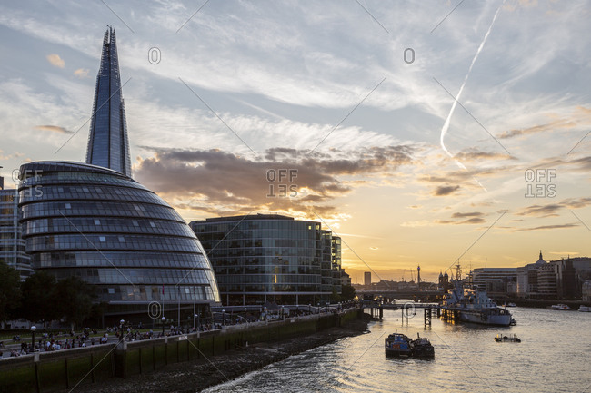 August 25, 2018: City Hall is the city hall of London. The Shard is a skyscraper in London's Southwark district, London, UK