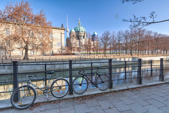 December 5, 2019: View over the Spree, Lustgarten, Berliner Dom, leaf coloring, Berlin, Germany