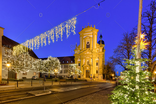 Evangelische Stadtkirche, blue hour, Christmas decoration, Kitzingen, Franconia, Bavaria, Germany, Europe