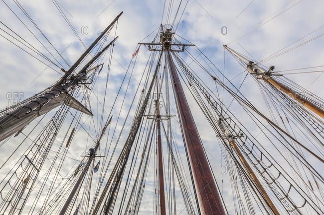 USA, Massachusetts, Cape Ann, Gloucester. Gloucester Schooner Festival, schooner masts.