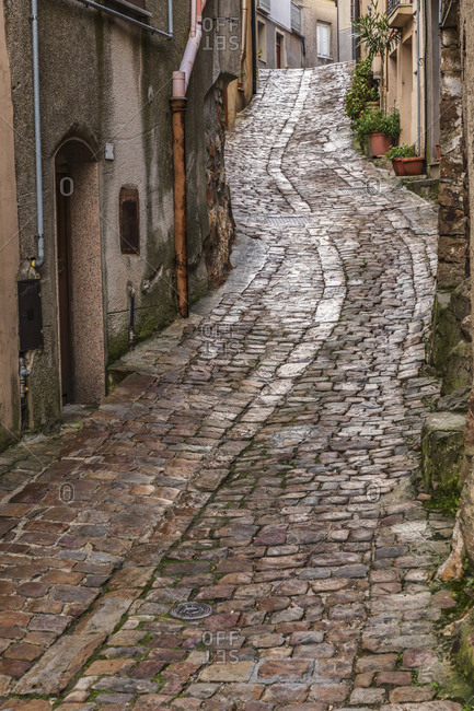 Italy, Sicily, Palermo Province, Geraci Siculo. Winding narrow cobblestone street in the town of Geraci Siculo.