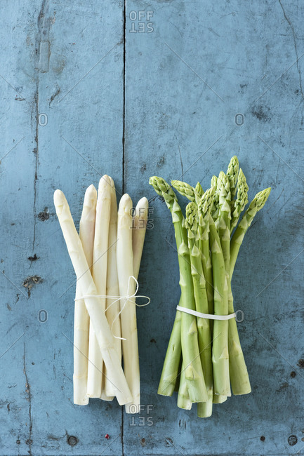 Bundles of white and green asparagus