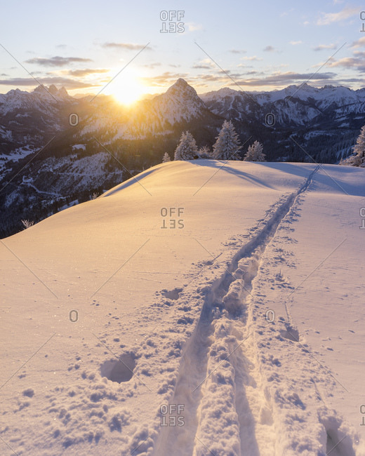 Ski tracks on snowcapped peak of Schonkahler mountain at sunrise