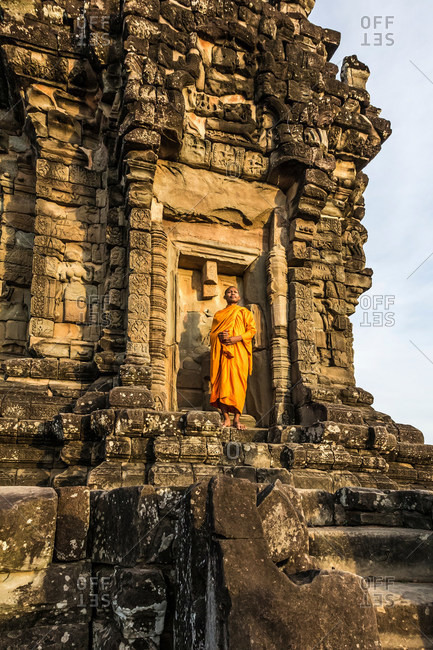 Monk, Bakong Temple ruins (part of the Roluos Group of pre-Angkorian Hindu temples), Bakong, Cambodia