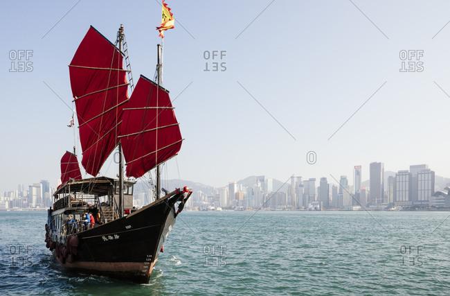 Traditional Chinese Junk sailing in Hong Kong harbour, Hong Kong, China
