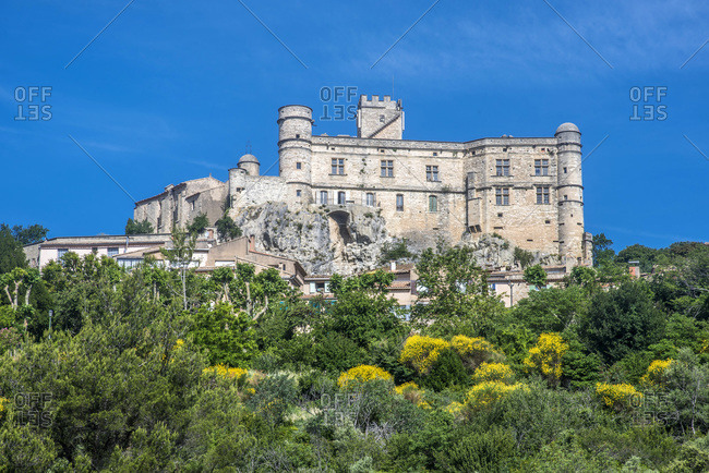 France, Vaucluse, perched village of Barroux and its fortified castle
