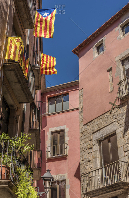 Spain, Catalonia, Girona, flags of Catalonia at the balconies of houses on carrer del Sac