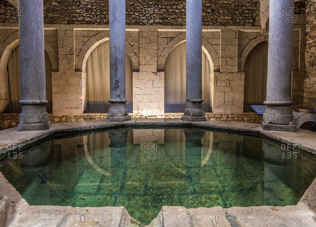 Spain, Catalonia, Girona, Arab baths (12th century), apodyterium and its octagonal pool