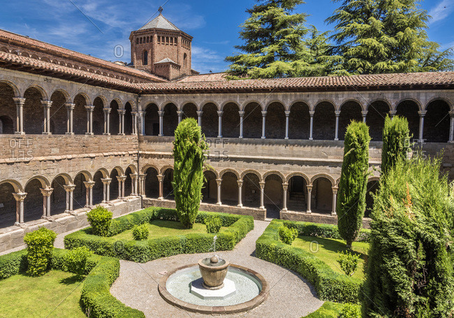 Spain, Catalonia, province of Girona, Ripoll, old Benedictine monastery of Santa-Maria cloister (12th-16th centuries)
