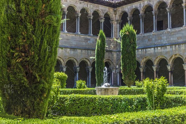 Spain, Catalonia, province of Girona, Ripoll, old Benedictine monastery of Santa-Maria cloister (11th-13th centuries)