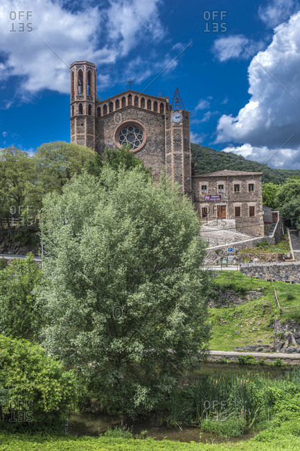 Spain, Catalonia, comarque of Ripolles, Pyrenees, Garrotxa Volcanic zone, church at Sant Joan les Fonts by the Fluvia river