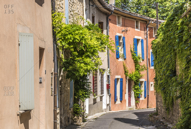 France, Provence-Alpes-Cote d'Azur, Vaucluse, Pernes-les-Fontaines, row of traditional houses