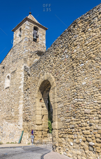 France, Provence, Vaucluse, Vacqueyras, bell tower of the church and medieval surrounding wall