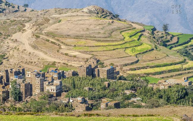 Middle East, Yemen, Centre West, Jebel Harraz region (UNESCO World Heritage Tentative list) hilltop village and terrace cultivation (shooting 03/2007)