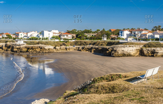 France, Charente-Maritime, Saint Georges de Didonne, Conche du Chaix and Pontillac district seen from the GR footpath (GR4)
