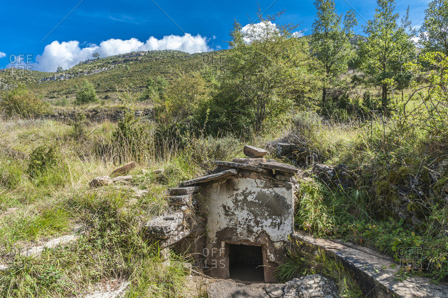 Spain, autonomous community of Aragon, Sierra y Canons de Guara natural park, plateau of the Mascun Canyon, abandonned village of Otin, water source