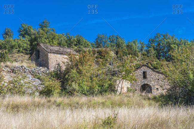 Spain, autonomous community of Aragon, Sierra y Canons de Guara natural park, plateau of the Mascun Canyon, farms in the abandonned village of Otin