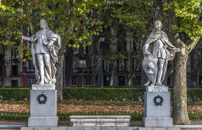 Spain, Madrid, Royal Palace, Cabo Noval garden with statues of the Spanish kings (Fernand Gonzalez of Castile and Ramiro of Leon)