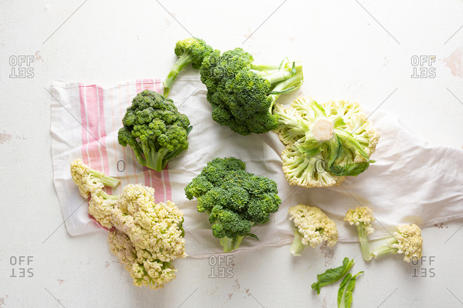 Overhead view of broccoli and cauliflowers on linen