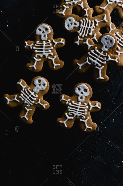 Gingerbread skeleton cookies for Halloween
