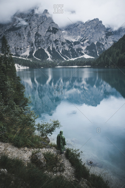 Italy, Pragser Wildsee, Dolomites, South Tyrol, Clouds over mountain lake