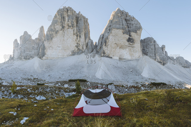 Italy, South Tirol, Sexten Dolomites, Tre Cime di Lavaredo, Tent in front of rock formations