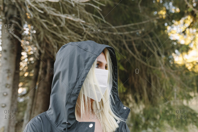 Woman wearing a facemask outside