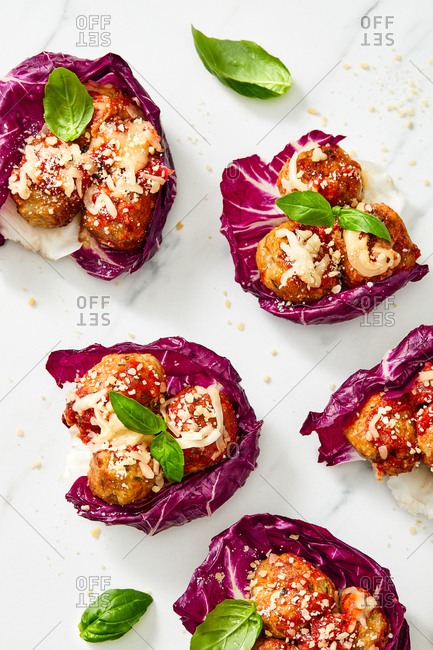 Meatballs and red cabbage with basil