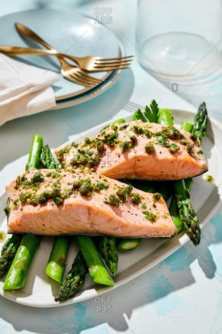 Salmon and asparagus dish
