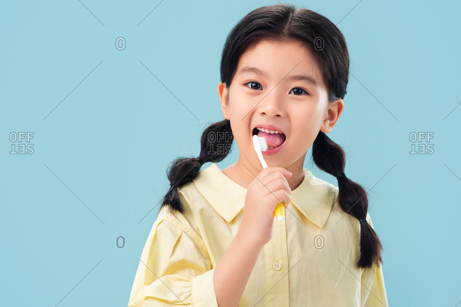 The little girl with a toothbrush