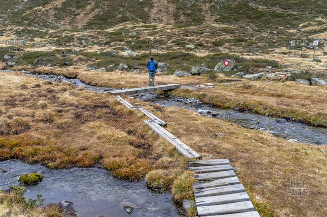 Europe, Austria, Tyrol, Stubai Alps, Sellrain, St. Sigmund im Sellrain, boy hikes through the moor in the valley end of the Gleirschtal