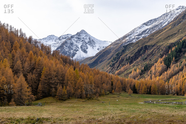 Europe, Austria, Tyrol, Stubai Alps, St. Sigmund im Sellrain, view of the autumnal mountains at the Scharmer Alm in Haggen im Sellrain