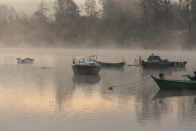 Europe, Poland, Silesian Voivodeship, Jezioro Zywieckie / Zywiec Lake, boats, fog