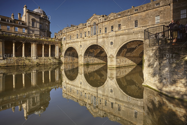 The unique 18th century Pulteney Bridge spanning the River Avon, in the heart of Bath, UNESCO World Heritage Site, Somerset, England, United Kingdom, Europe