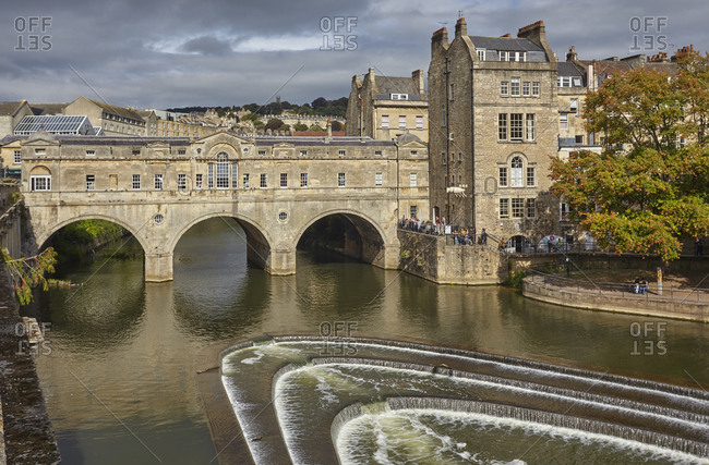 September 16, 2018: The unique 18th century Pulteney Bridge spanning the River Avon, in the heart of Bath, UNESCO World Heritage Site, Somerset, England, United Kingdom, Europe