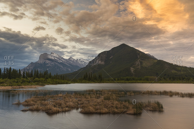 Sunrise at Vermillion Lakes with Mount Rundle, Banff National Park, UNESCO World Heritage Site, Alberta, Canadian Rockies, Canada, North America